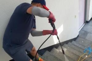 공장 사무동 계단 청소
